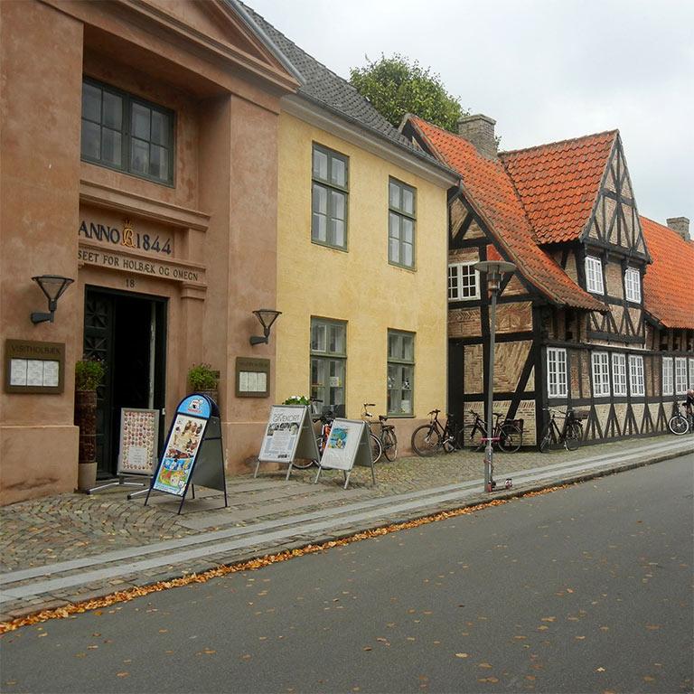 Vinduespudsning i Holbæk - Vinduespudser til den bedste pris!