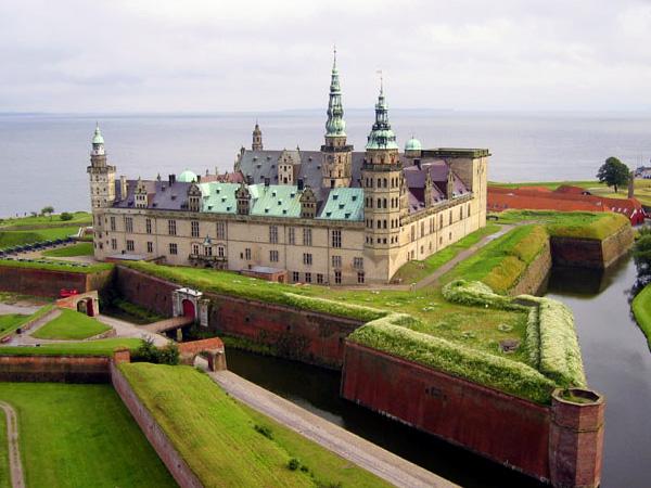 Vinduespudser i Helsingør - Her ses Kronborg Slot