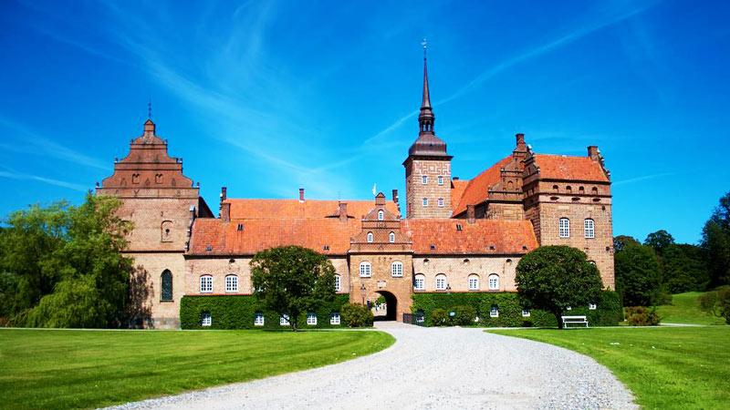Når vi sørger for vinduespudsning, har du tid til lidt mere af det sjove. Vores vinduespudser i Nyborg står klar til at give dig et tilbud.
